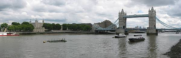 020802_2007_20london_20tower_20panorama